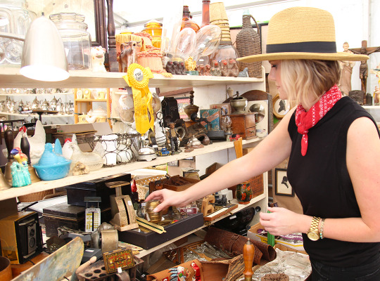 "Chairish Shops with Interior Decorator Katie Taylor at Texas Flea Market ""Round Top"""