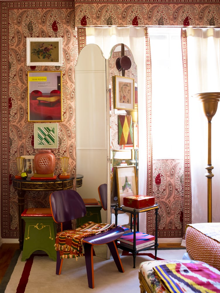 Mid-Century Modern Eames Molded Plywood Dining Chair in Maximalist Bedroom