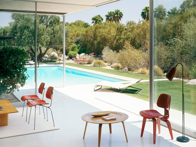Eames Coffee Table and Eames Molded Plywood Dining Chair in Chic Outdoor Patio