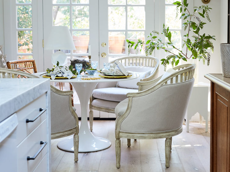 The Chic Table That's Eternally In Bloom