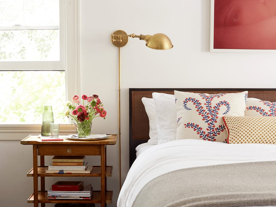10 guest bedroom essentials chairish blog for Bedroom necessities