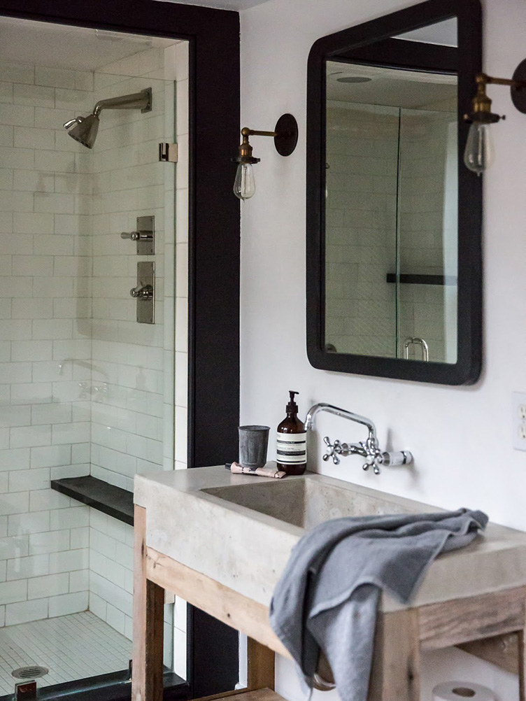 Jersey-Ice-Cream-farmhouse-sink-and-shower