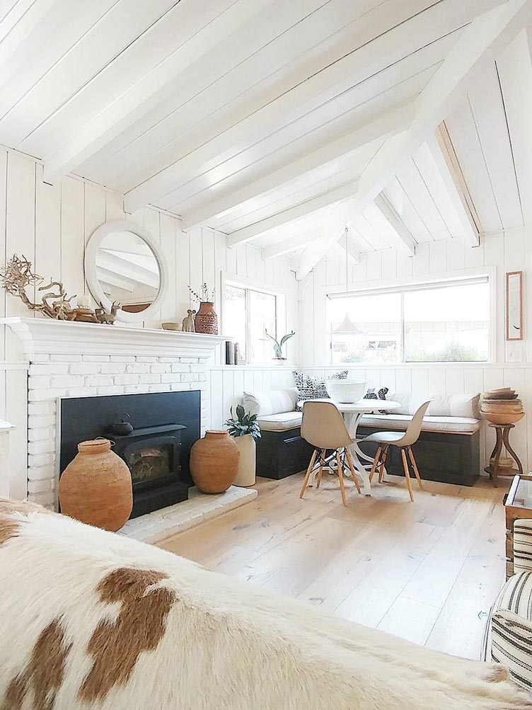 Rustic Living Room with White Ceilings and White Walls Decorated with Clay Pots