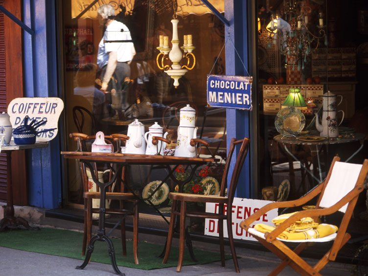 Tips for Antiquing in the South of France on Chairish.