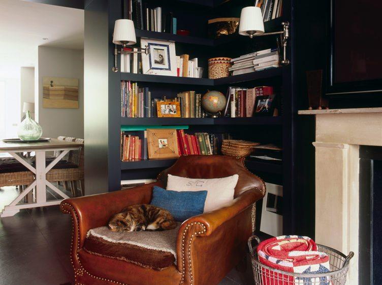5 Cozy Reading Nook Essentials