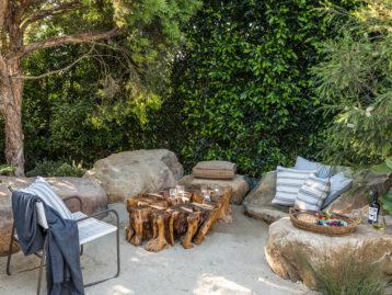 outdoor living, garden ideas, outdoor decor, big boulders as outdoor seating