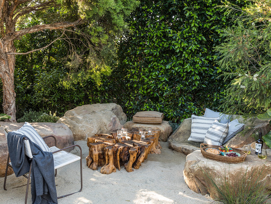 outdoor living, garden ideas, outdoor decor, big boulders as outdoor seating