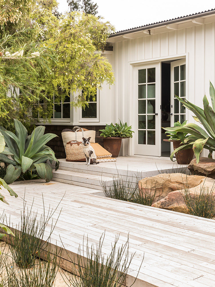 garden ideas, outdoor deck ideas, drought-resistent plantings, California gardens, outdoor living, outdoor furniture