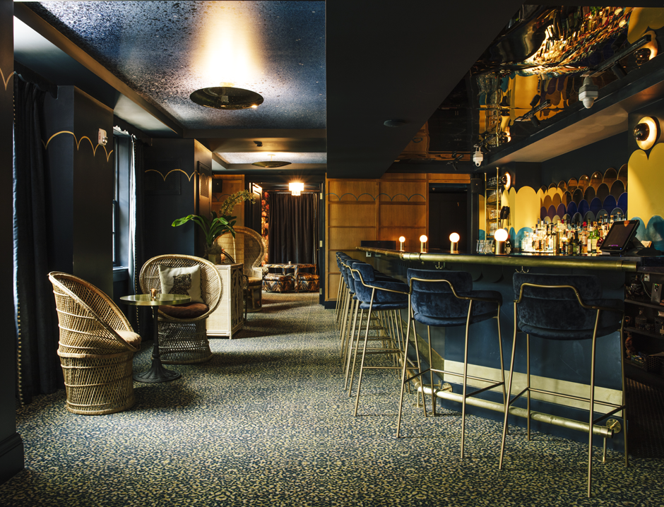 atlanta bar hotel lobby blue velvet bar stools