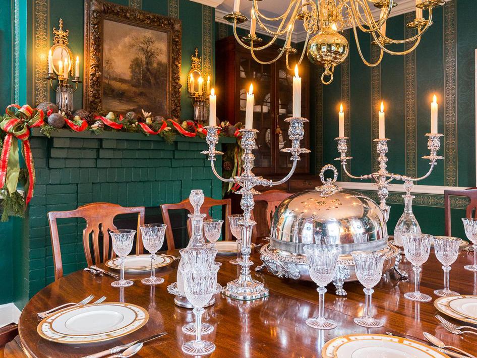 How Do you Decorate a Candelabra for Christmas?