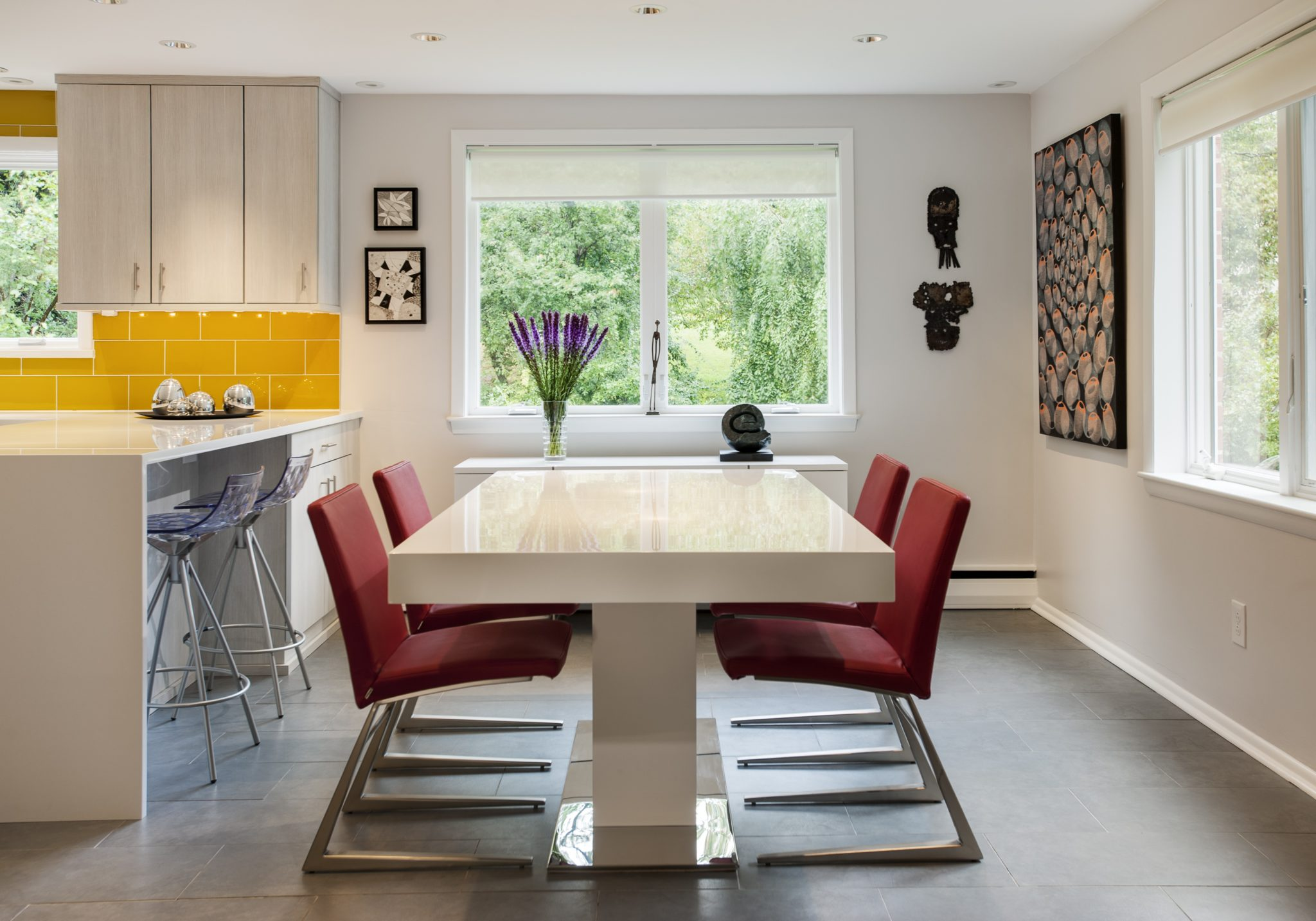 Modern kitchen dining area by WPL Interior Design