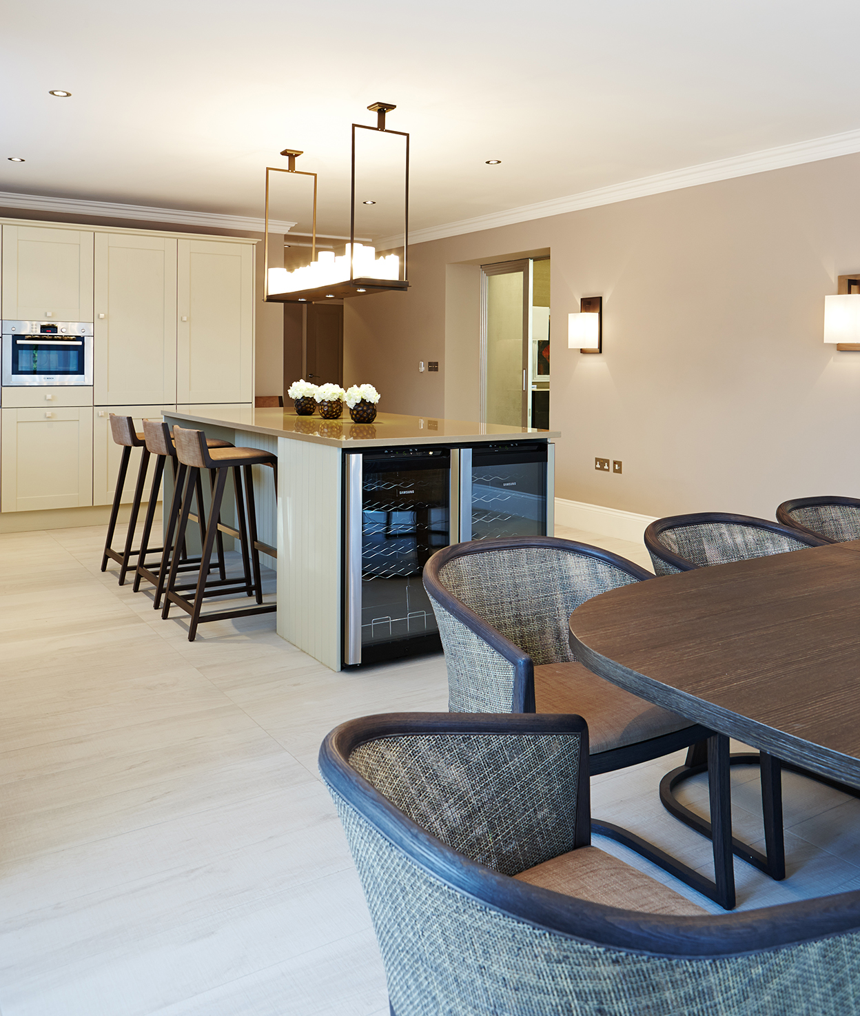 Kitchen and Dining area by Keir Townsend Interiors Ltd