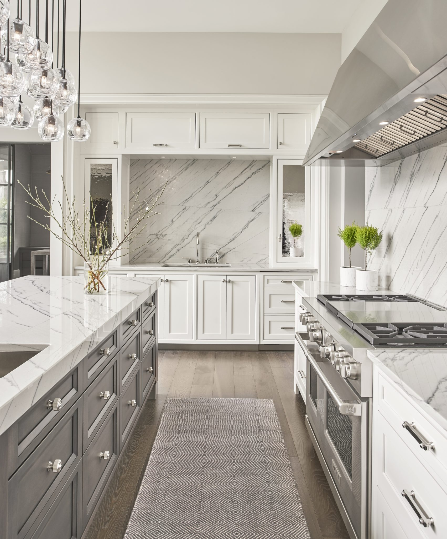 Bright and open kitchen with stainless steel and marble accents. By Elizabeth Krueger Design