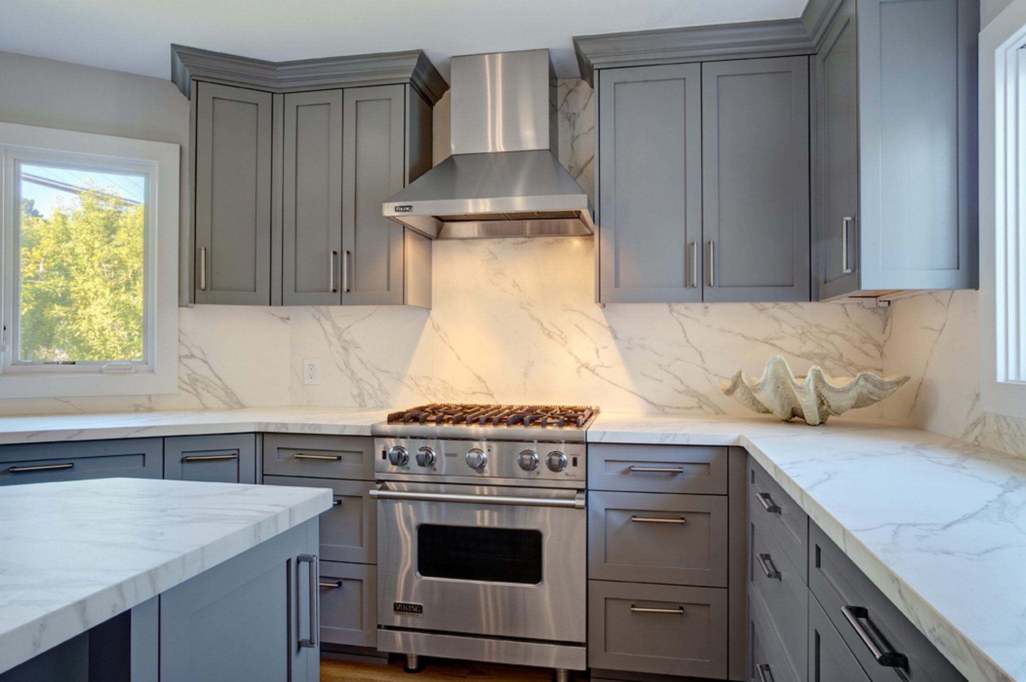 Carrara marble never goes out of fashion. By Molie Malone Interior Design
