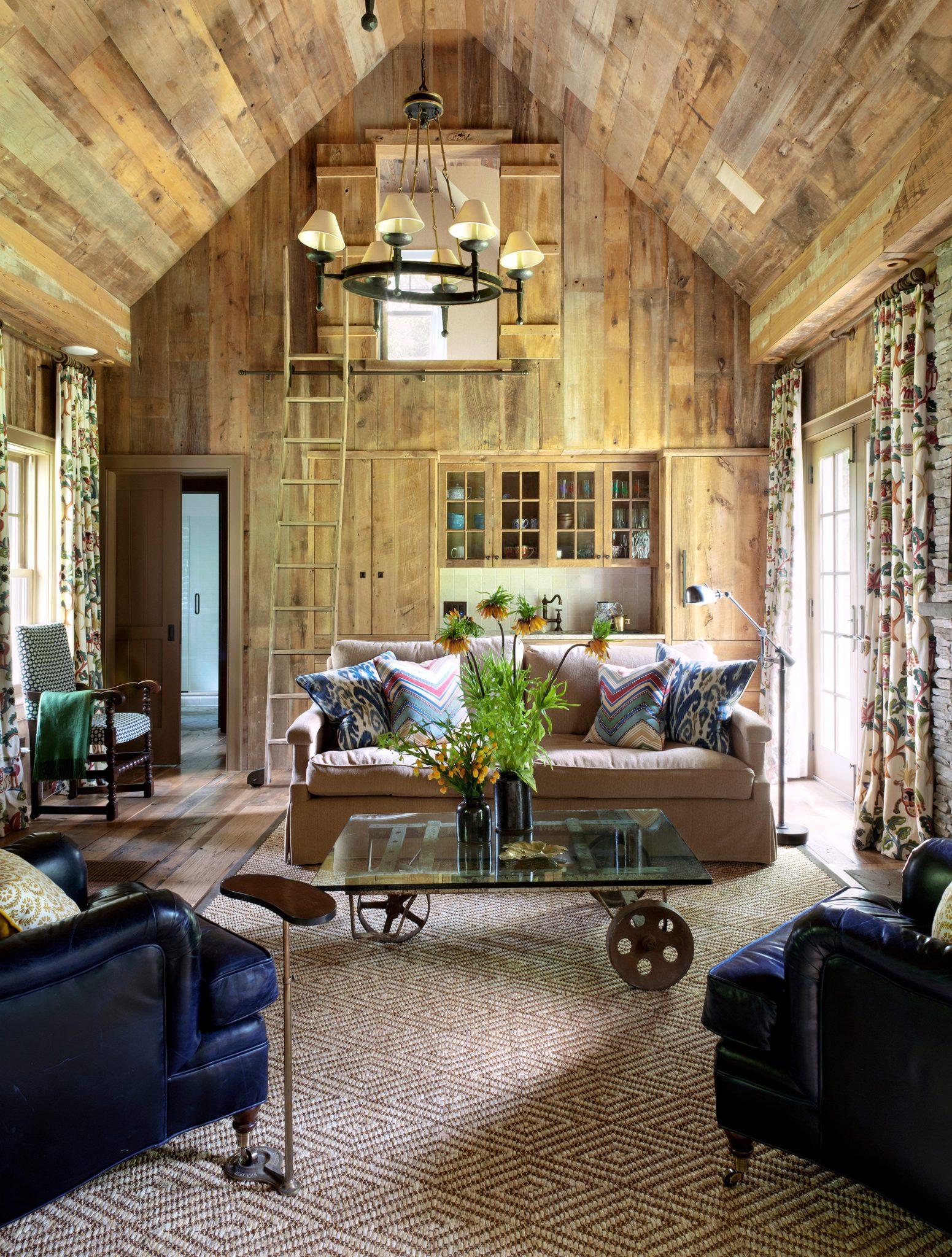 Amagansett Barn, Living Room by Fearins | Welch Interior Design