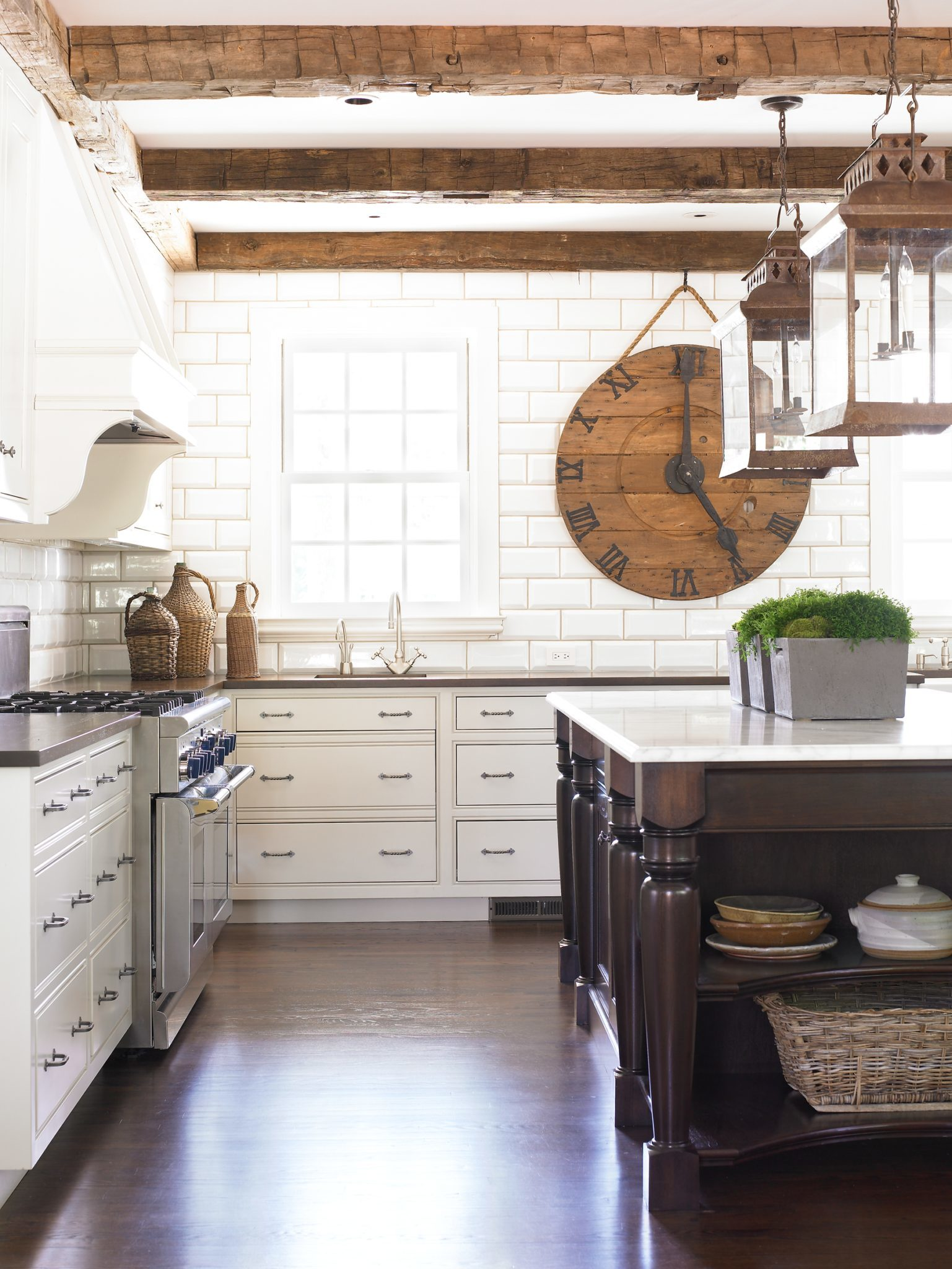 An airy, rustic kitchen by Amy Morris