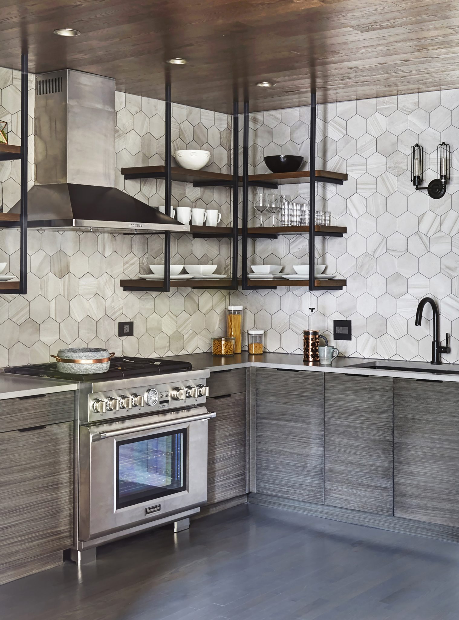 Lincoln Park Condo Kitchen by MILIEU