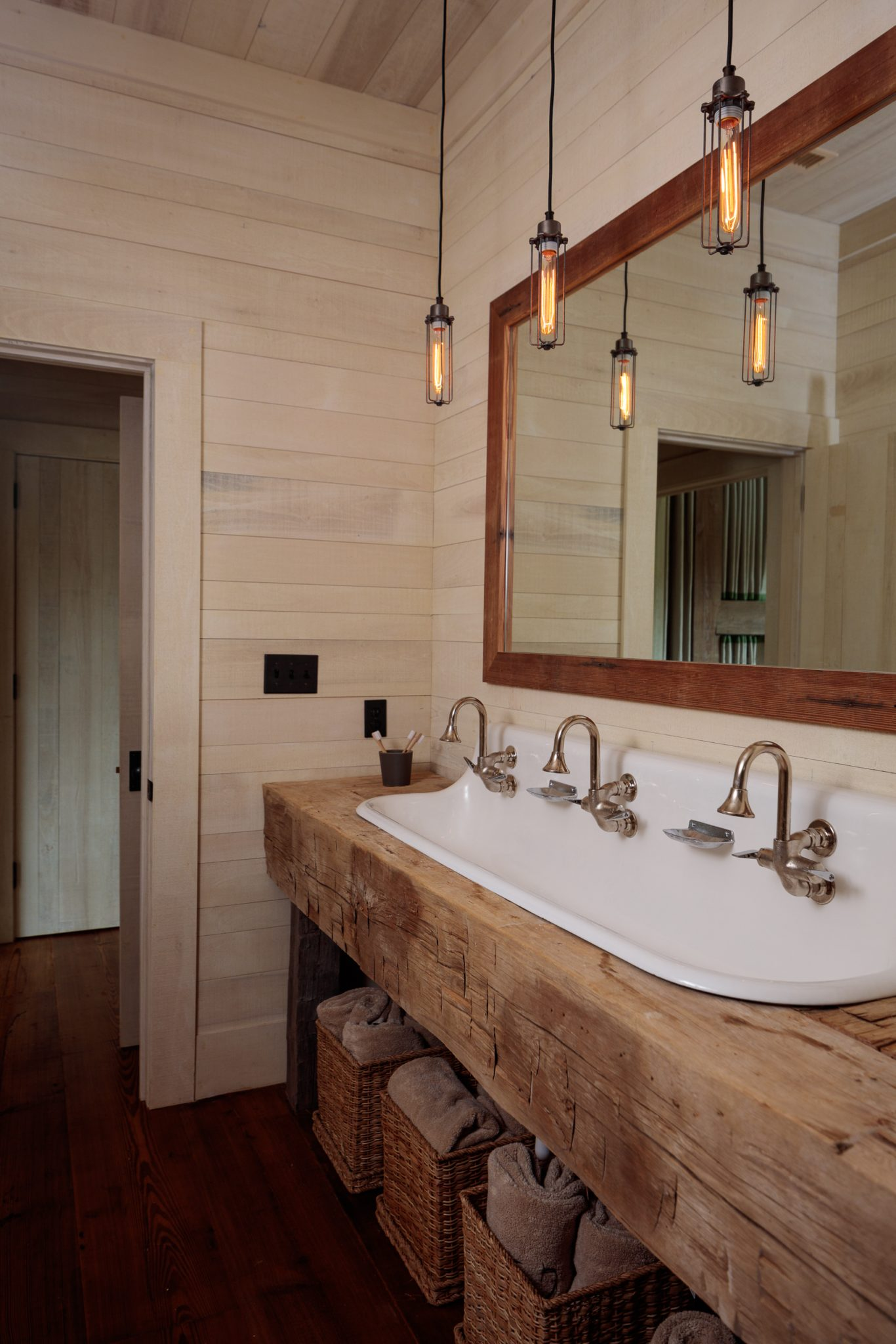 12 Rustic Bathroom Ideas - Chairish Blog