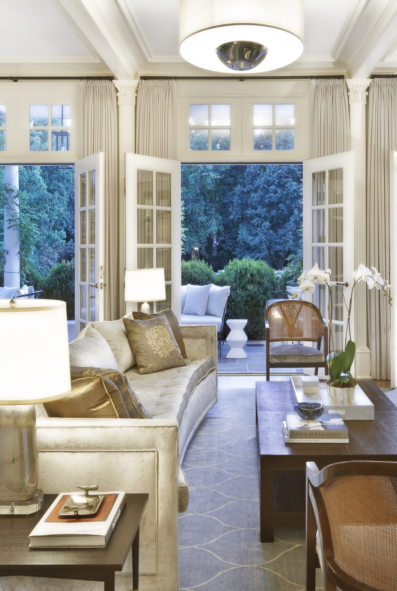 Vintage and contemporary furnishings in a Raleigh living room, with sophisticated finishes by Groves & Co