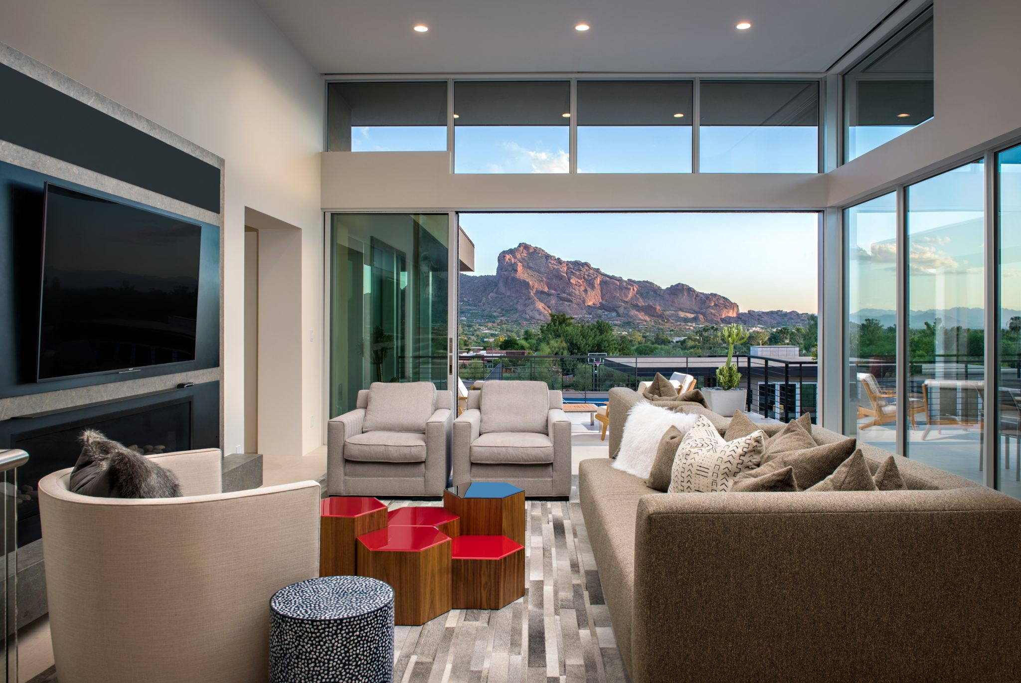 Modern Living Room with Mountain Views and Indoor/Outdoor Living by PHX Architecture