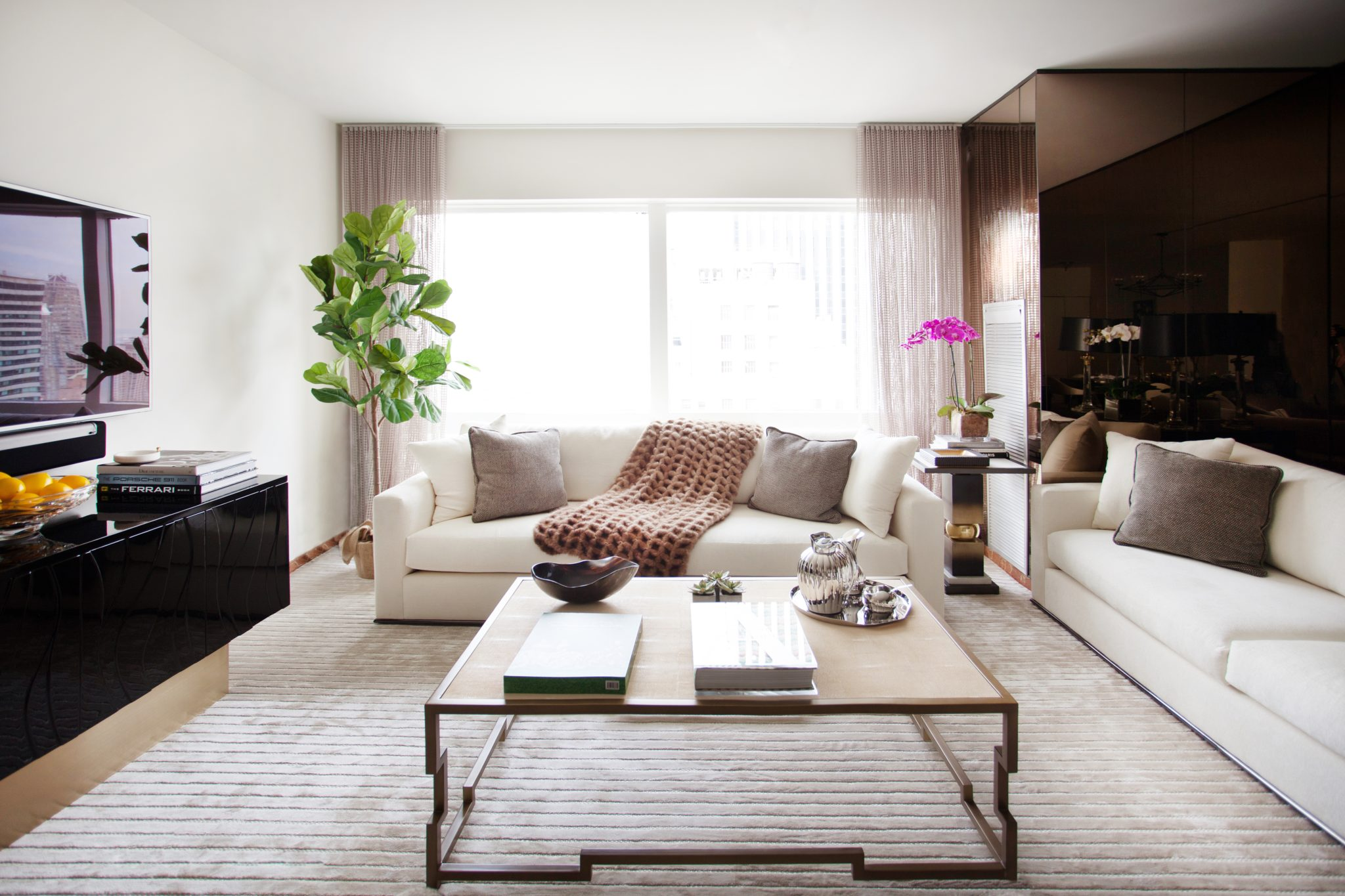 - 25 Living Rooms With Oversized Coffee Tables - Chairish Blog