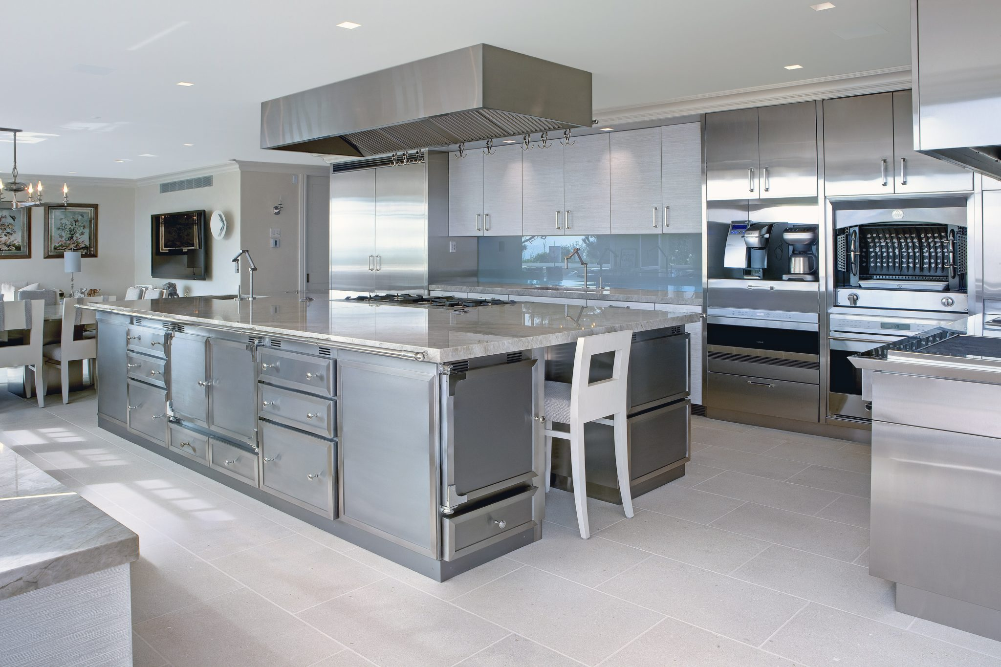 Hamptons kitchen by St. Charles of New York