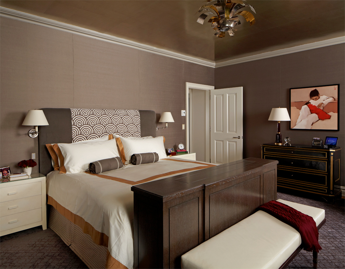 Luxurious master bedroom with metallic wallpaper ceiling by Rinat Lavi Interiors