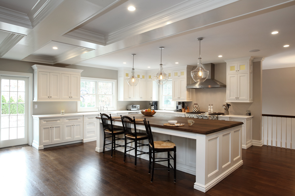 Transitional kitchen - Manhasset, New York,by Hierarchy Architecture + Design