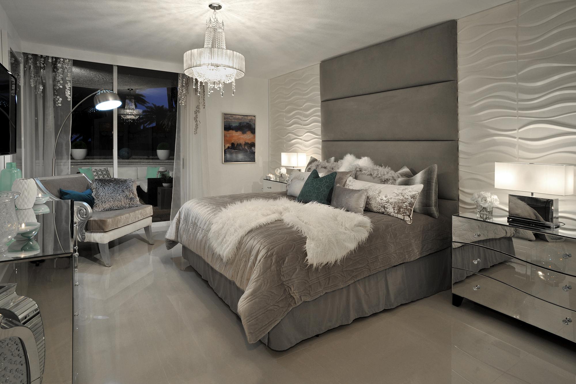 MODERN FUSION Master Bedroom by Perla Lichi Design