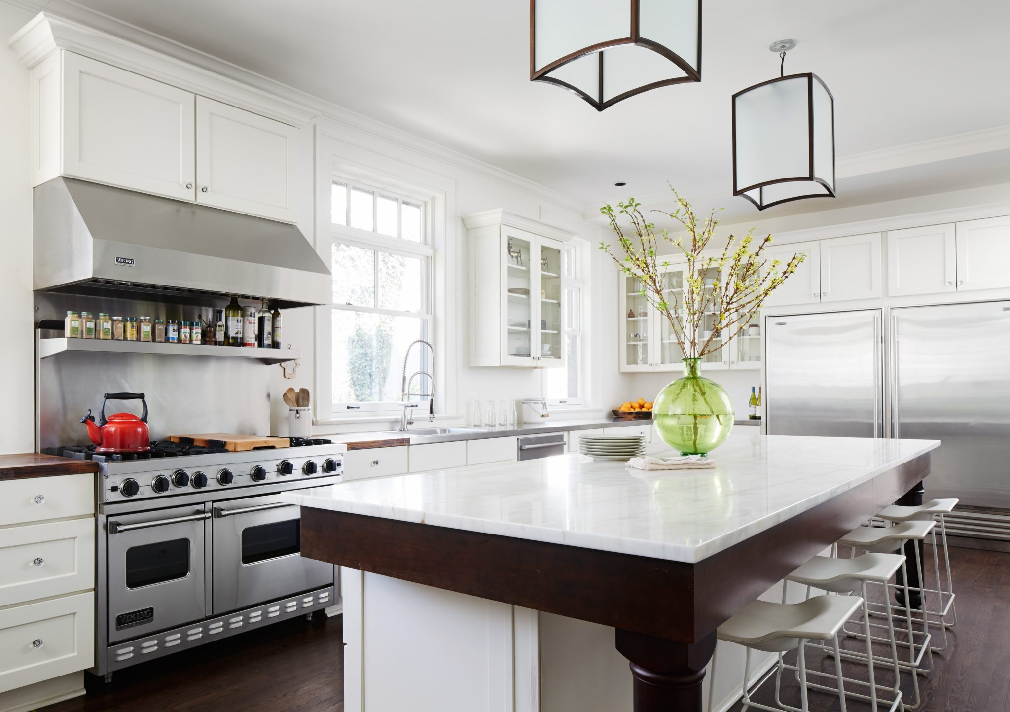 Sheridan Road white kitchen with lanterns by 2to5 Design