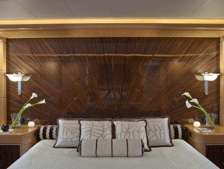 Retreat - Motor Yacht 360 by Colacion Studio