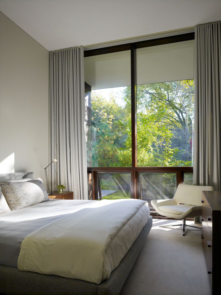 A chic and cozybedroom by Jessica Lagrange Interiors