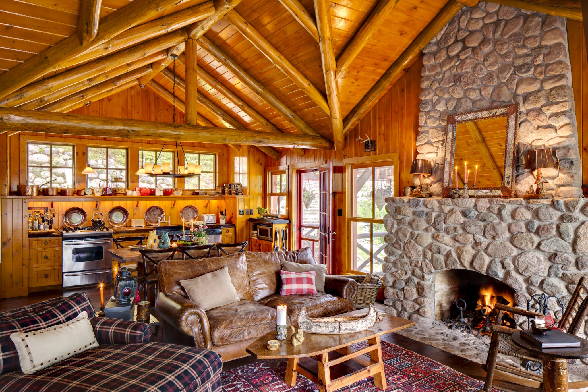 It doesn't get much cozier than this northwoods cabin. by Wade Weissmann Architecture Inc.