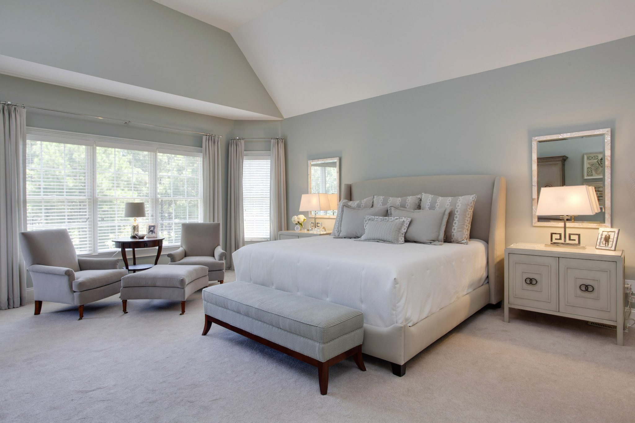 A spacious bedroom by MA Allen Interiors