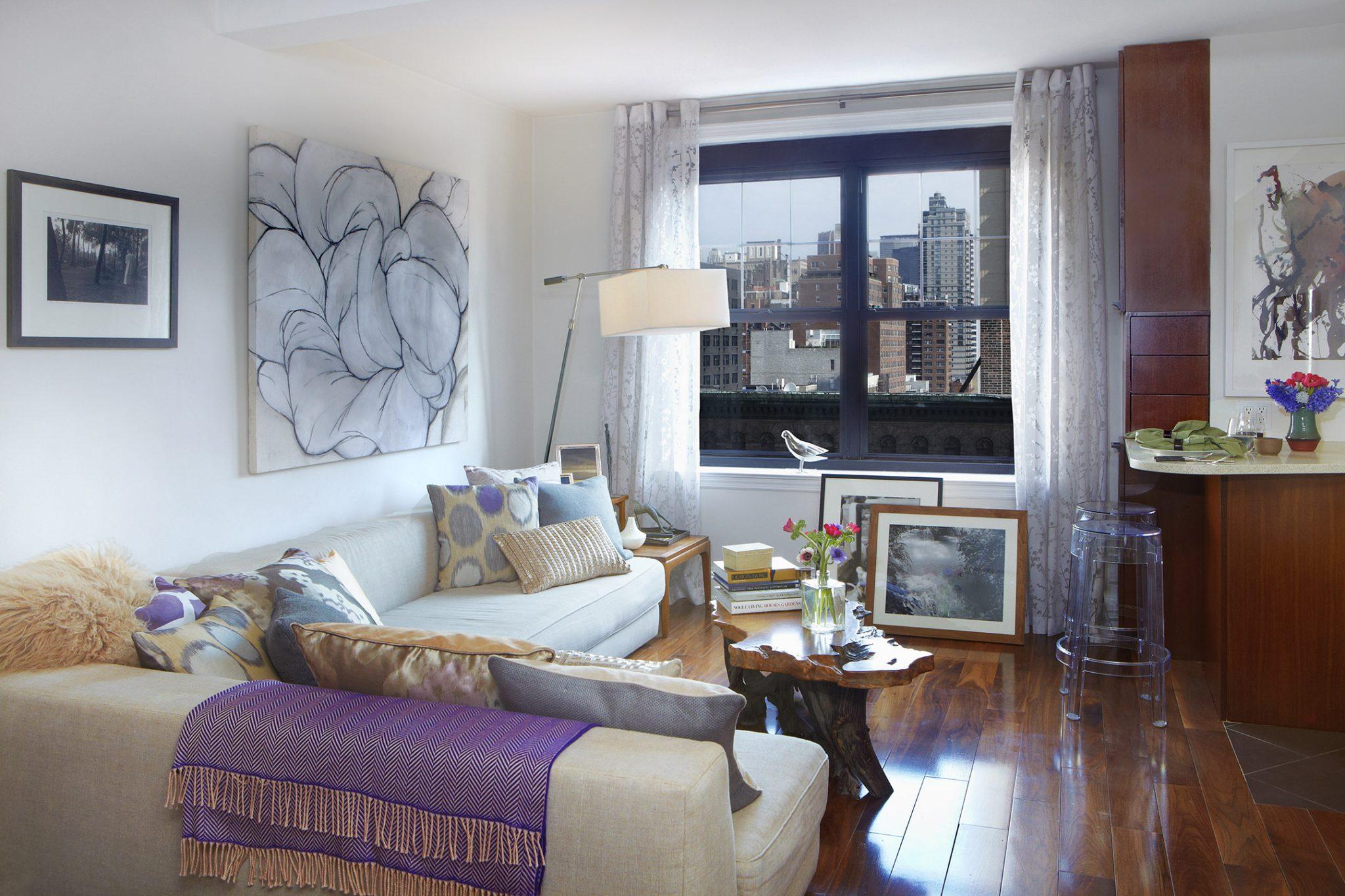 Manhattan single apartment - living room by Jarret Yoshida