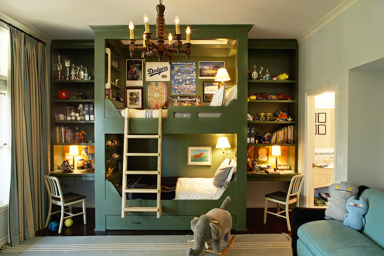 Built-in Bunk Beds in the Kids' Room by Tim Barber Ltd.