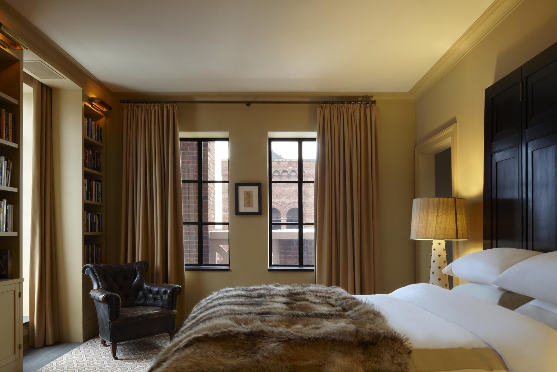 Manhattan penthouse by Janson Goldstein