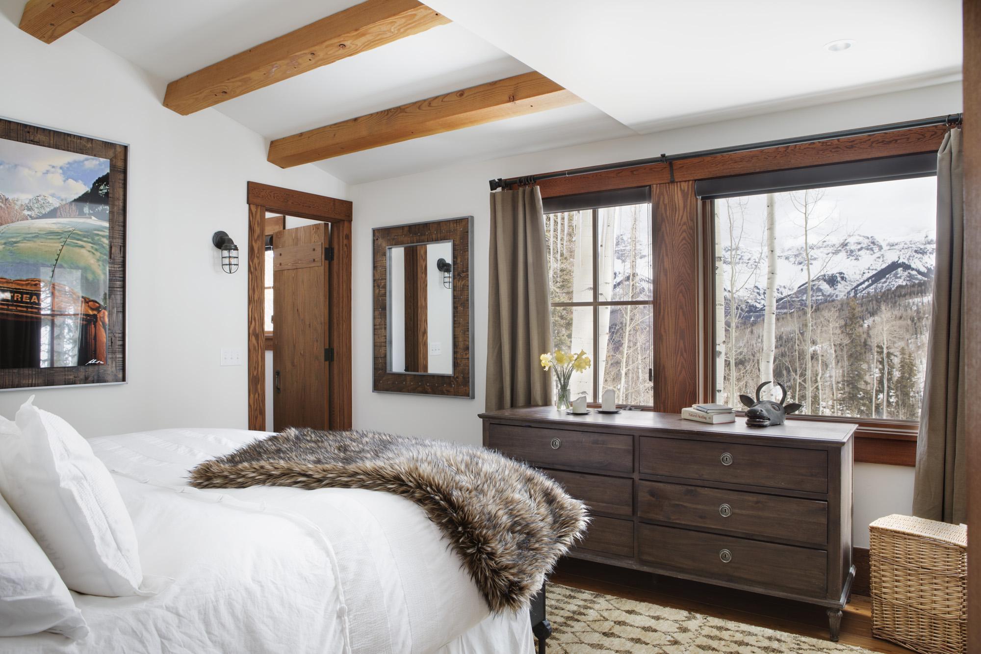 Mountain Ridge- Master Bedroom by LDa Architecture & Interiors