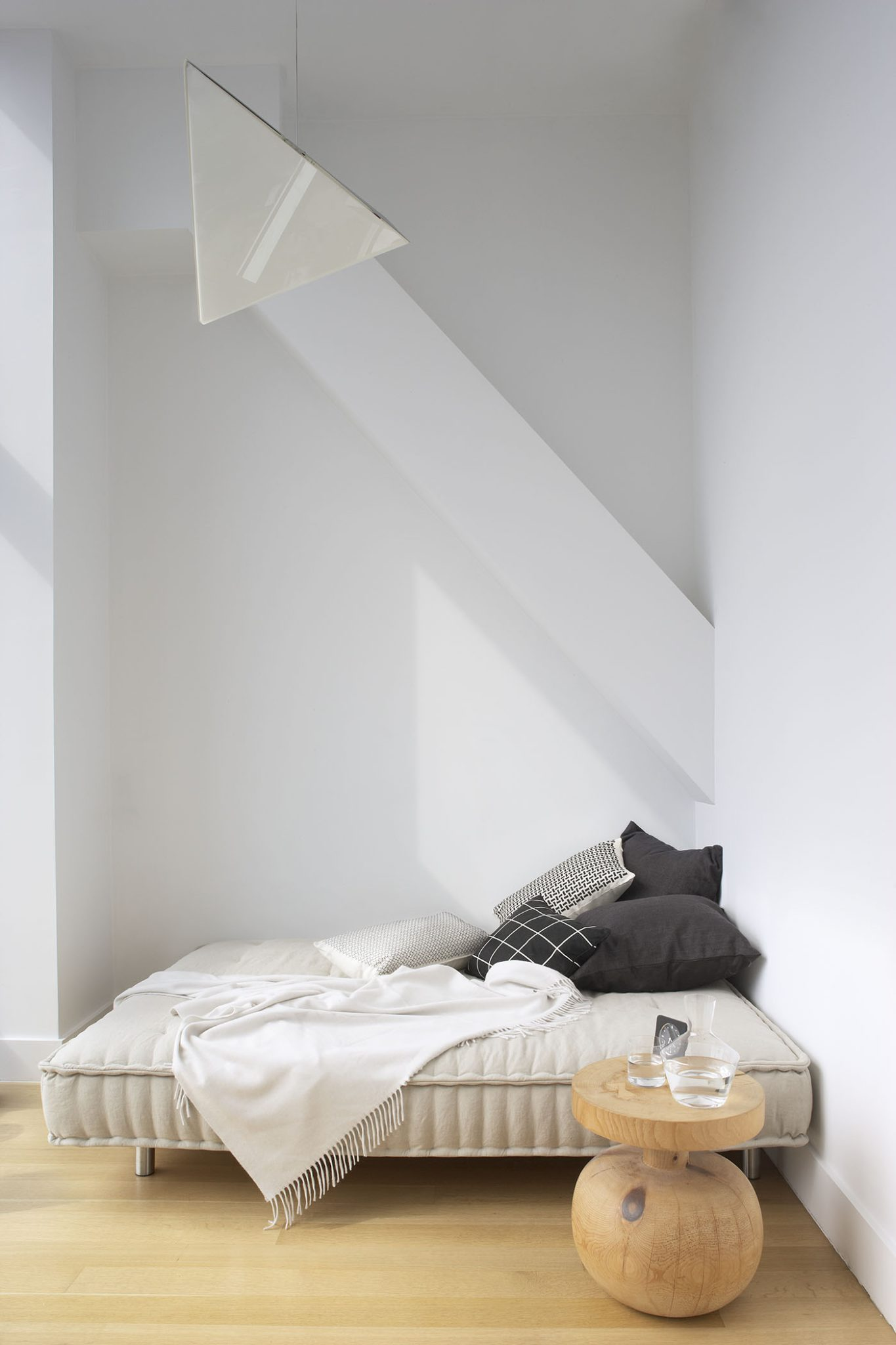 Penthouse guest bedroomby Magdalena Keck Interior Design