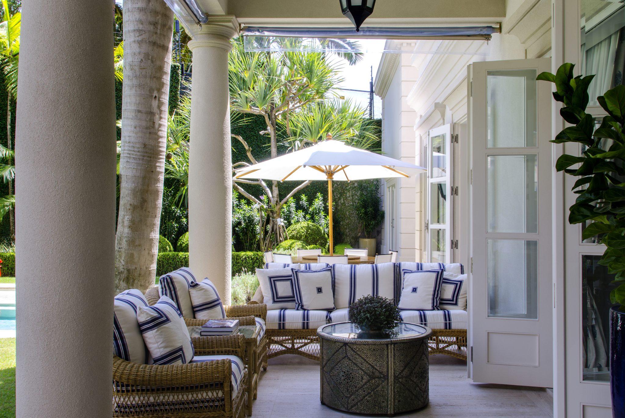Rua Turquia Portico with garden furniture by Sig Bergamin