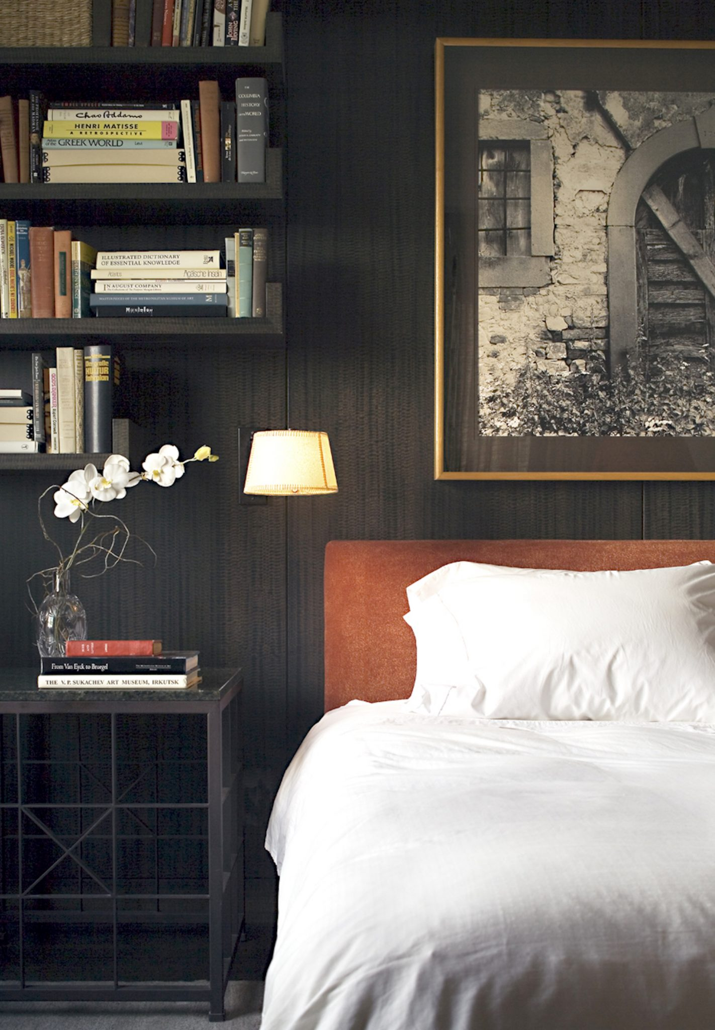 Bedroom with dark-stained anigre wood walls by Stedila Design