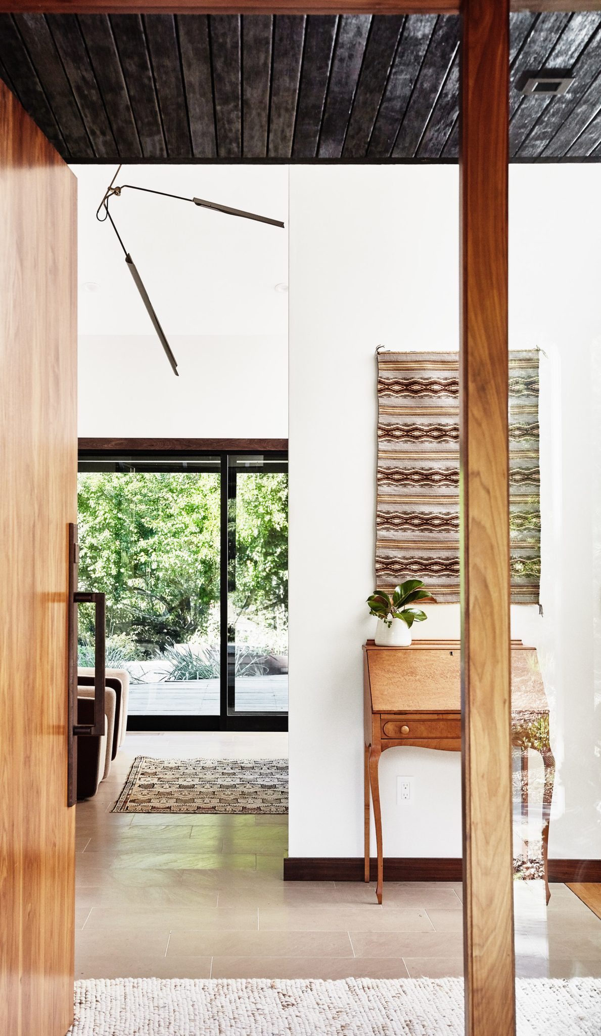 Soulful Home Entry with ceiling lined with charred wood(Japanese shou sugi ban) by Staprans Design