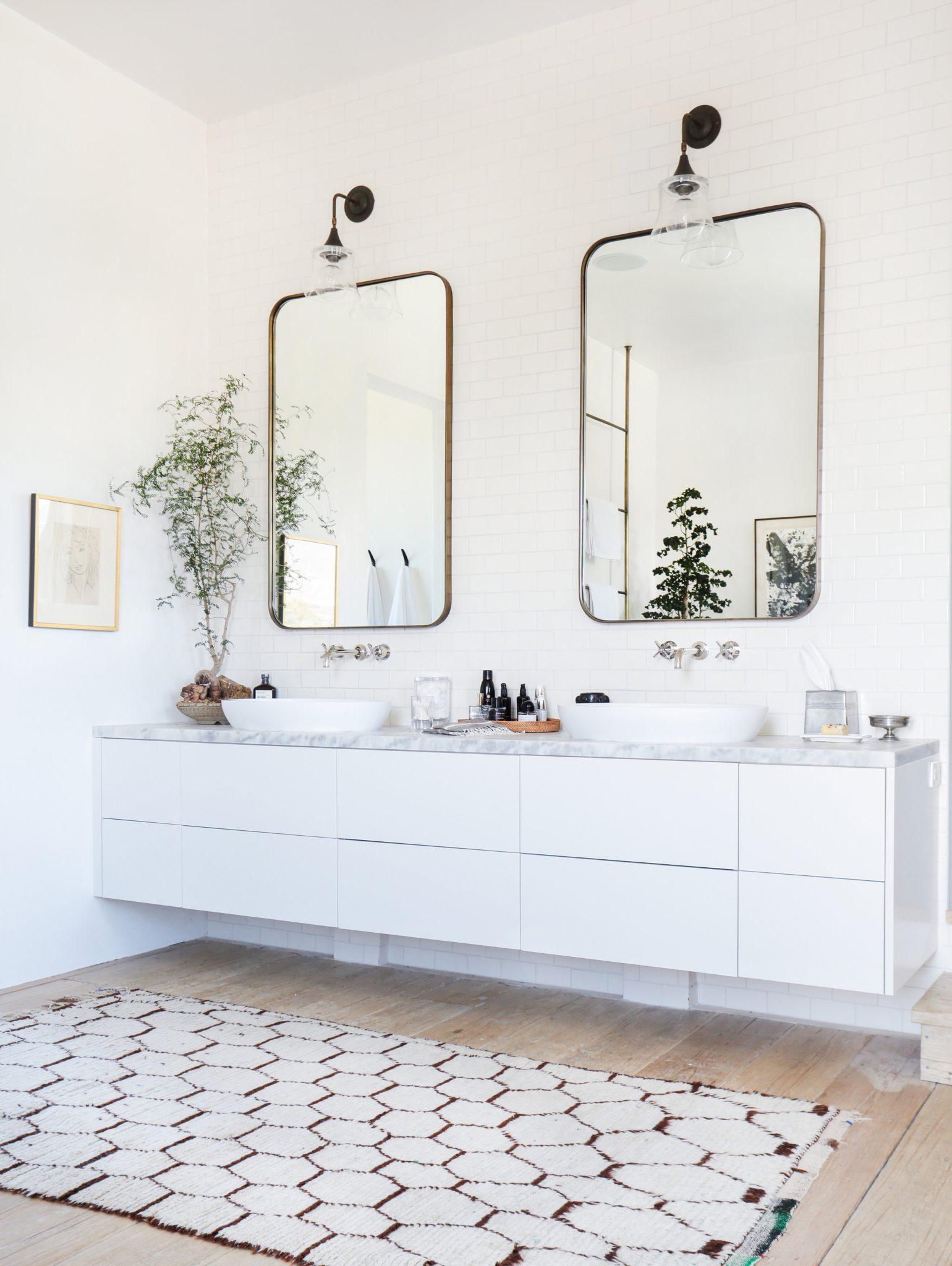 Grayfox: Minimalistic Master Bath Boasting Clean Lines by Alexander Design