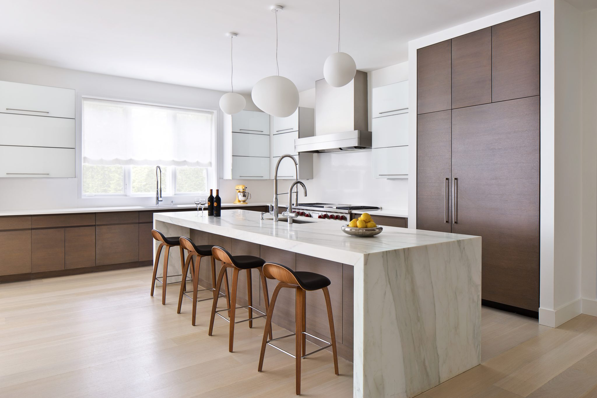Modern kitchen with waterfall island countertop by Alisberg Parker Architects