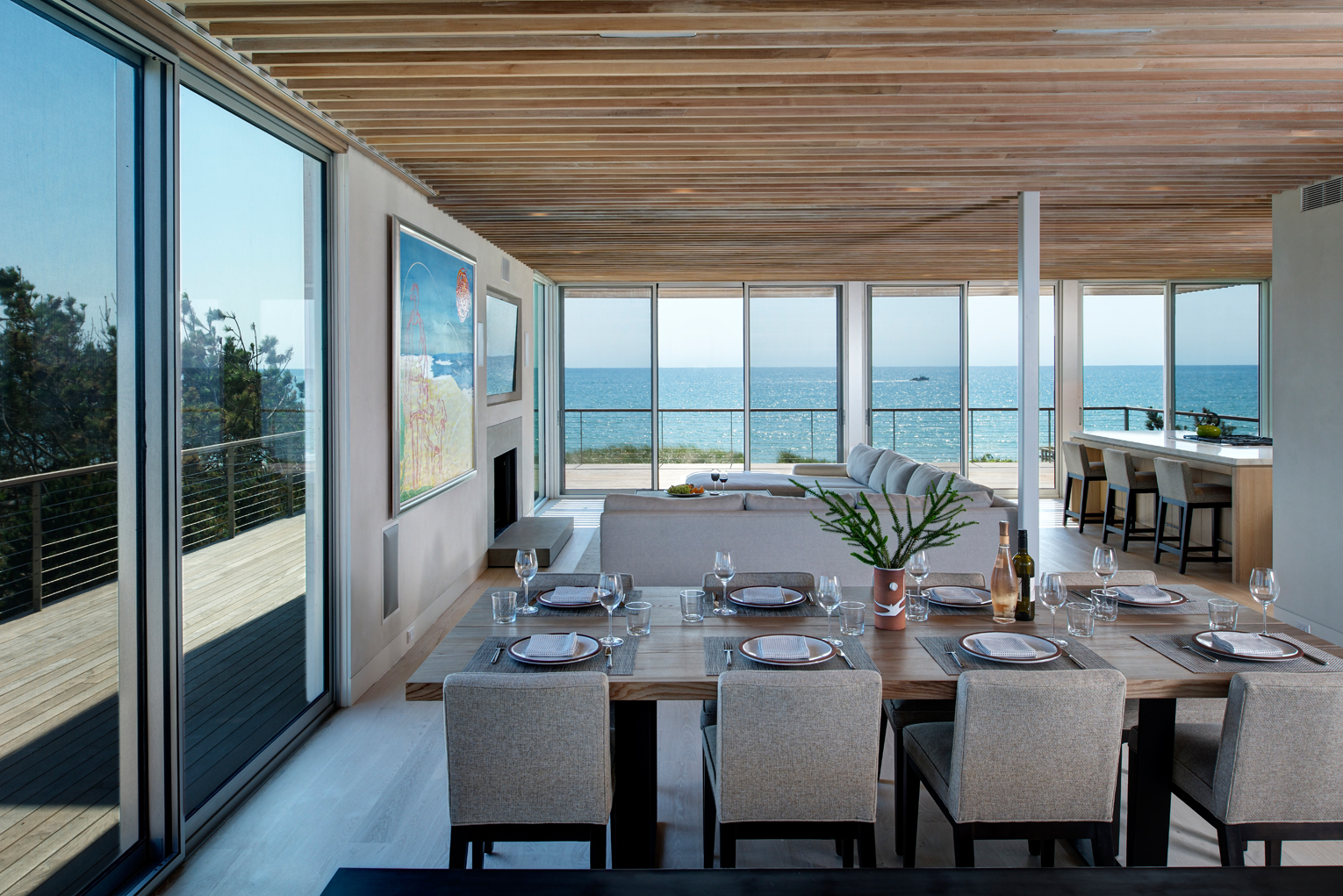 Seaside residence dining by Stelle Lomont Rouhani Architects