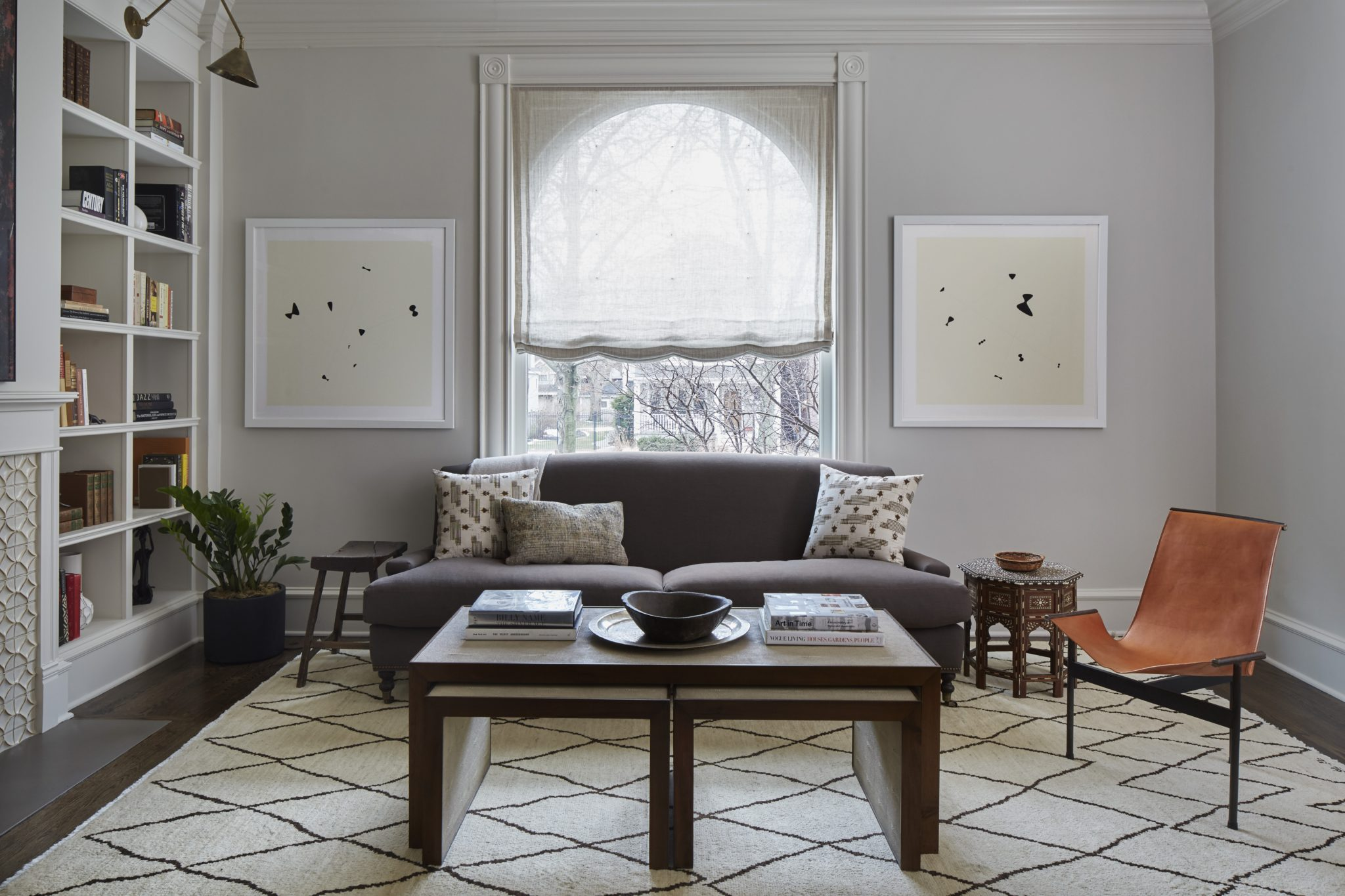Greenview Ave. Living Room with Moroccan Rug by 2to5 Design
