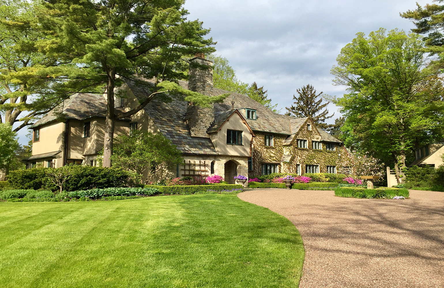 The Lake Forest Showhouse & Gardens, tours availablethrough May 21, 2017, Monday - Friday:9:00 a.m. - 2:00 p.m.; Saturday and Sunday:10:00 a.m. - 4:00 p.m.Tickets: $37per person online; $40 per person at the door