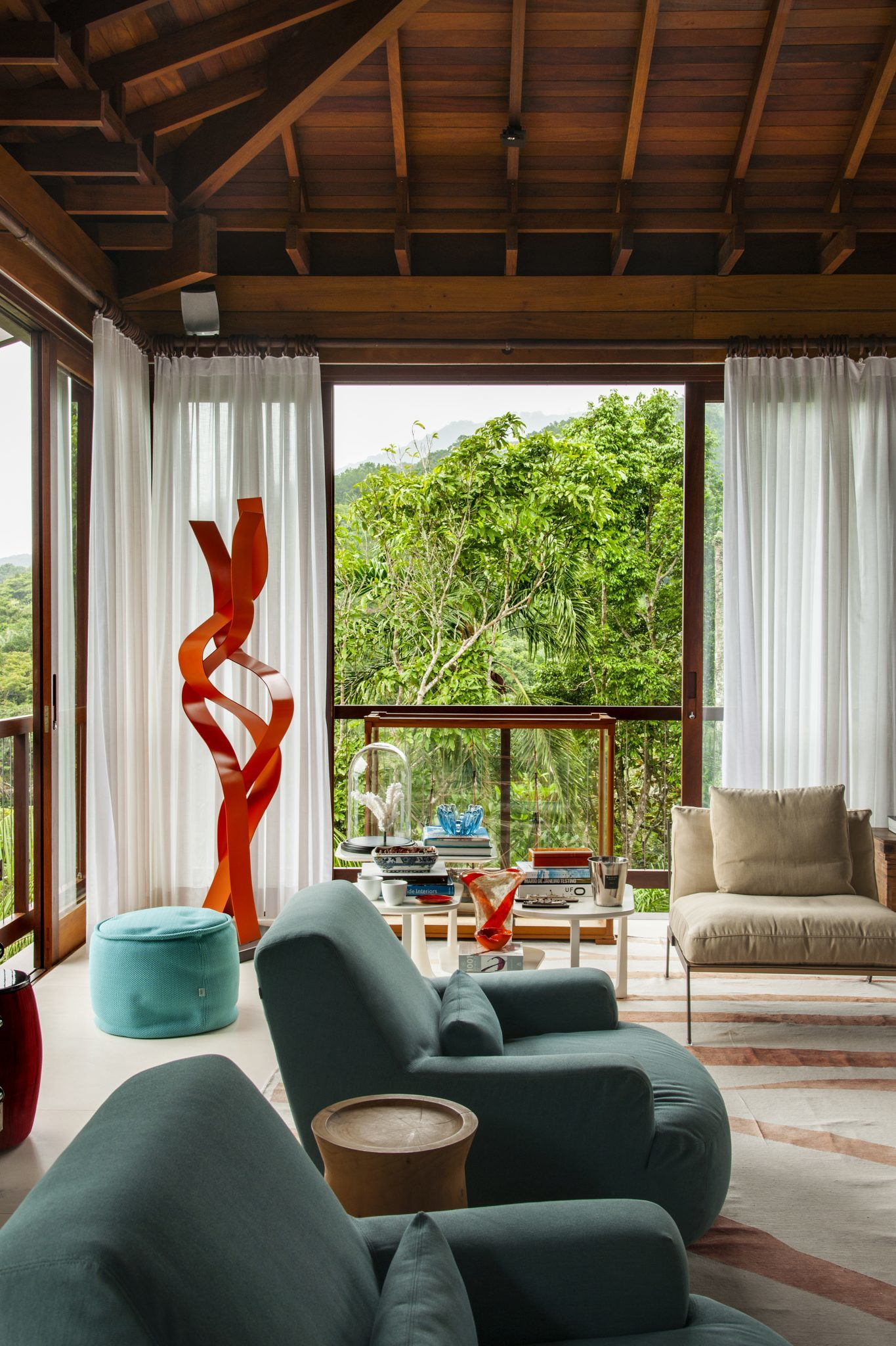Iporanga living room with high, beamed ceiling, and contemporary art by Sig Bergamin