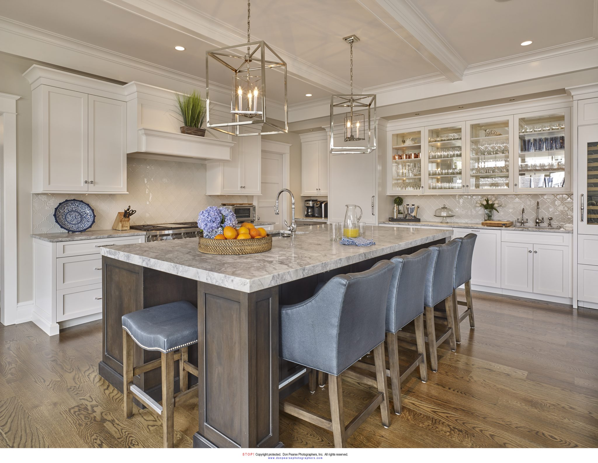 Avalon, New Jersey, kitchen island by Megan Gorelick Interiors