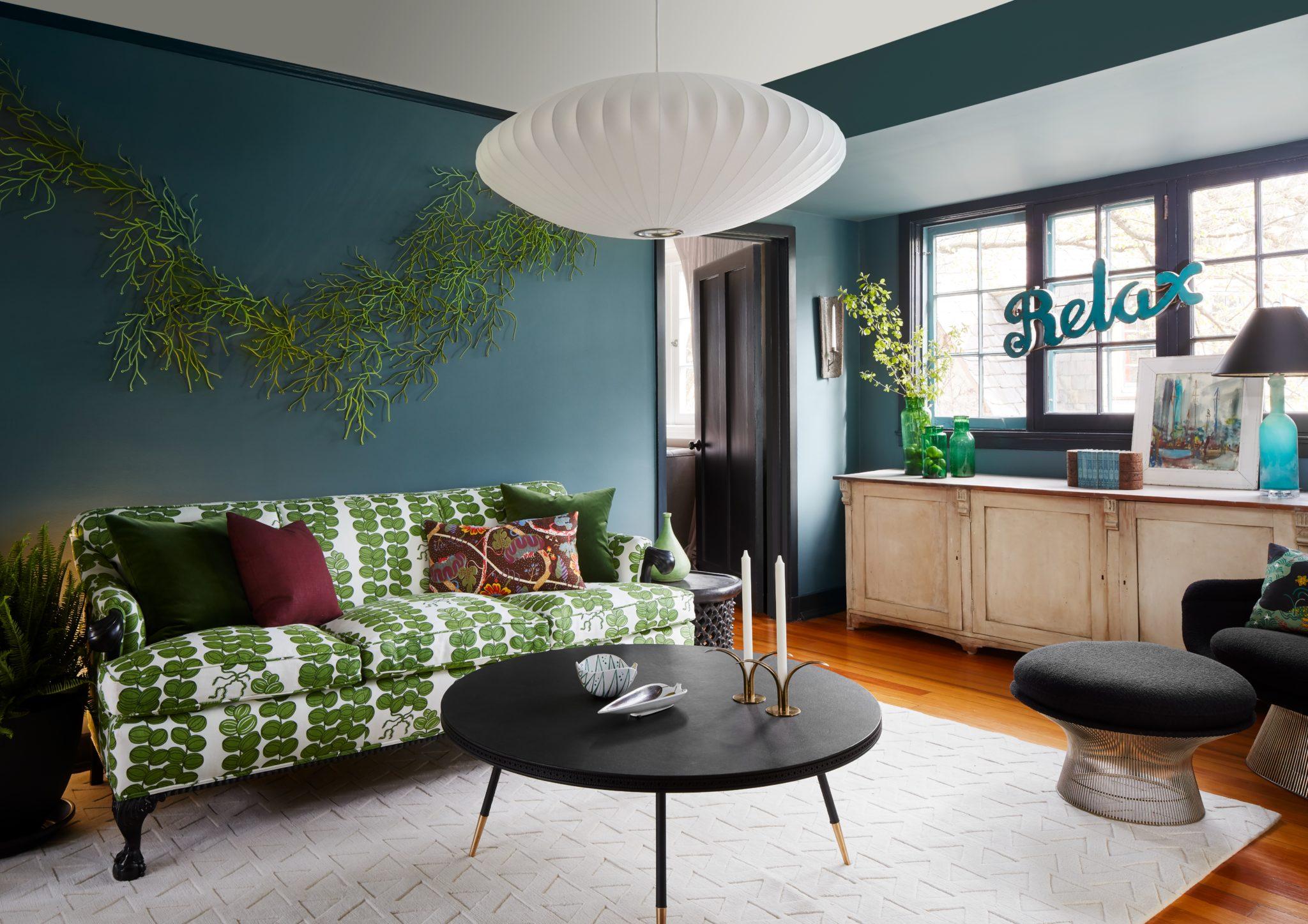 Coach house living room by Midnight Sun, Ltd.